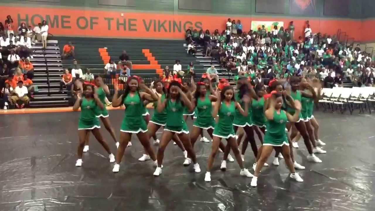 Huffman High School Cheerleaders 2013 Pep Rally - YouTube