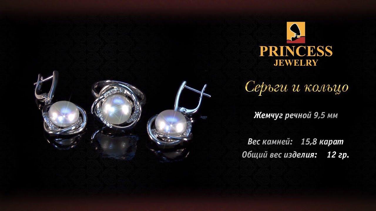 Набор из серебра с золотом (кольцо, серьги и подвеска) и фианитом .