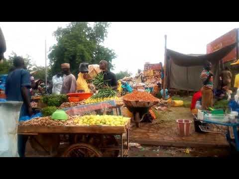 #Niger le marché des fruits et légumes (djémadjé) jugez par vous l'hygiène