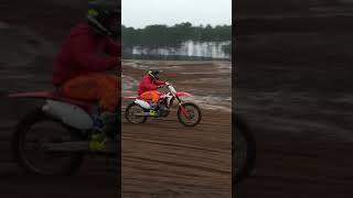 Entraînement motocross au terrain bud racing