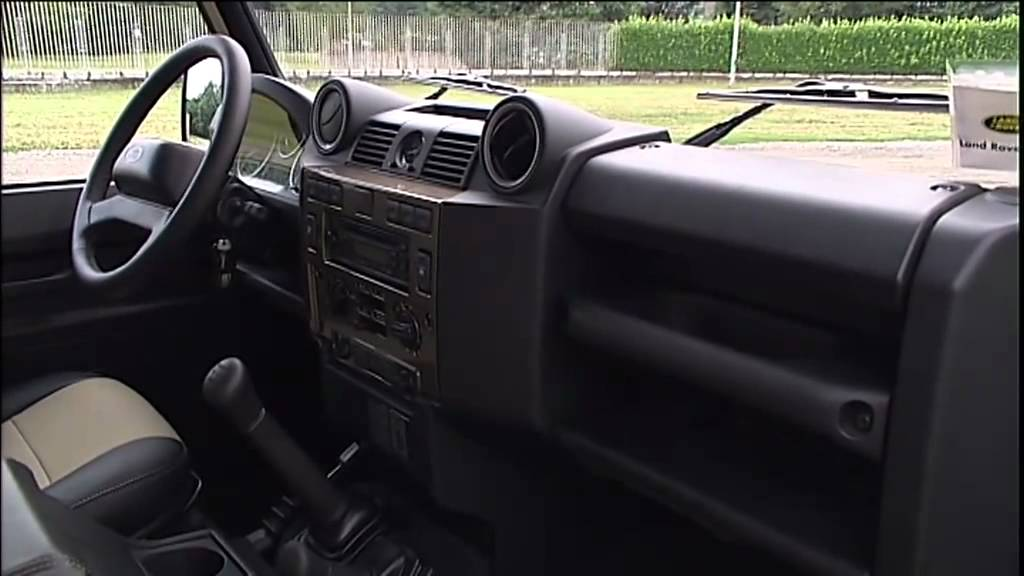 2012 land rover defender interior youtube for Interieur defender 90