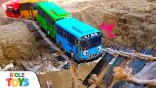 버스가 다리에서 떨어졌어요 | 타요 장난감 경찰차 소방…