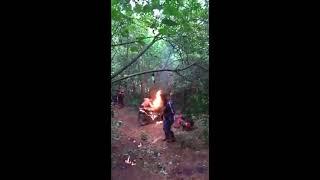 A moto pegou fogo no meio da Trilha