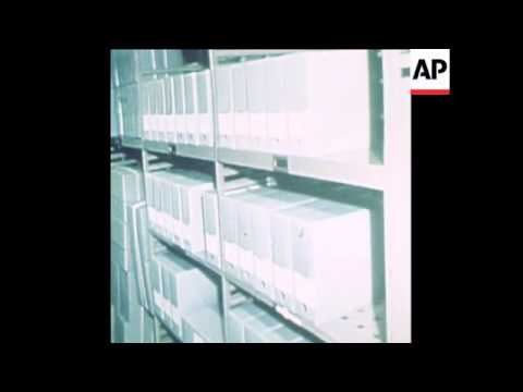 SYND 5-1-74 NIXON PAPERS AT THE NATIONAL ARCHIVES IN WASHINGTON