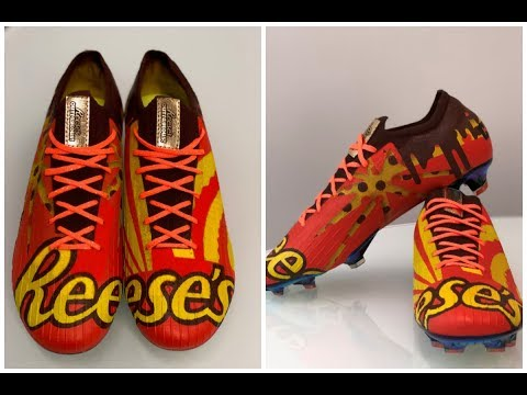 Christian Pulisic receives Reese's-themed cleats from Hershey