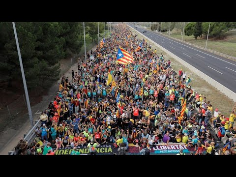 Manifestation massive des indépendantistes à Barcelone contre la condamnation de leurs dirigeants