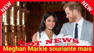 Meghan Markle souriante mais fatiguée couvée des yeux par Harry