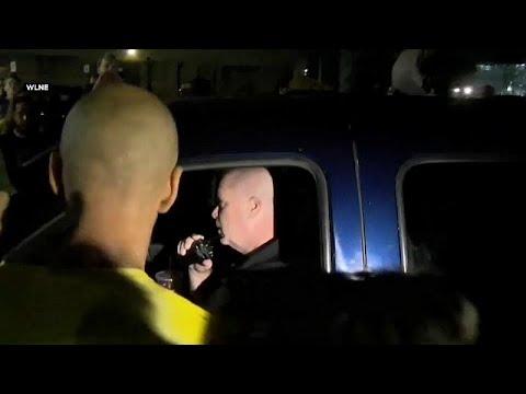 شاهد: شاحنة تابعة لسجن أمريكي تصدم متظاهرين ضد سياسة الهجرة…  - 17:54-2019 / 8 / 16