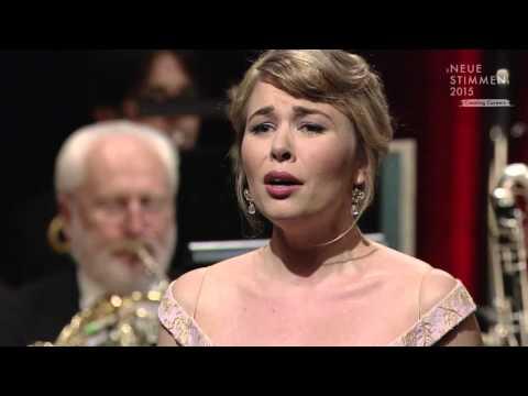 """NEUE STIMMEN 2015 - Final: Elsa Dreisig sings """"C'est des contrebandiers ..."""", Carmen, Bizet"""