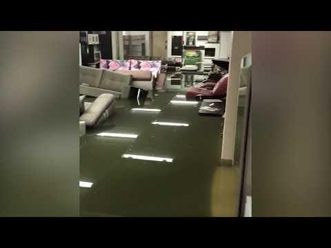 В Узловой затопило мебельный магазин