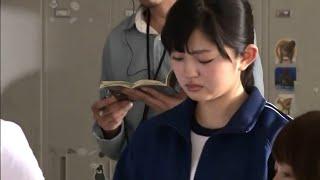 演技する鈴本美愉さん。