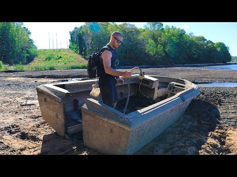 Searching an Old ABANDONED Boat!! (Dried up Lake)