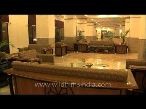 five-star-hotel-lobby-in-agra