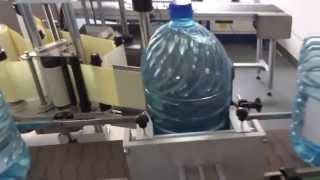 Этикетировочный автомат для круглой тары 10 литров(Оборудование предназначено для аппликации самоклеющихся этикеток на круглые бутылки объемом 10 литров...., 2013-04-24T03:39:40.000Z)