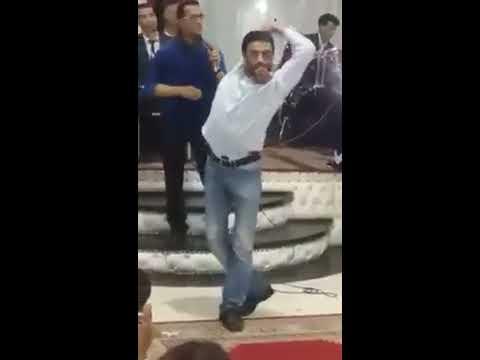 رجل يرقص بطريقة غريبة   على إيقاع الشعبي المغربي thumbnail