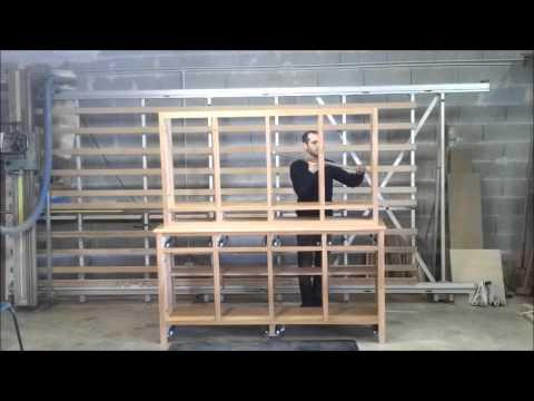 Montage d 39 un vaisselier en ch ne youtube - Vaisselier bois metal ...