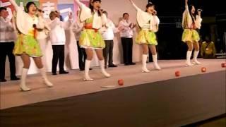 大阪市中央卸売市場にて開催の市場まつりイベント りんご娘のライブパフ...