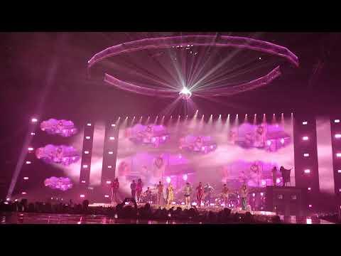 Kylie Minogue - New York City/Raining Glitter/On a Night Like This/The Loco-Motion/Spinning-Around