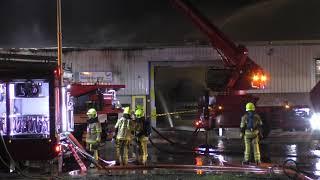 Zeer grote brand bij takel- en bergingsbedrijf in Gorinchem