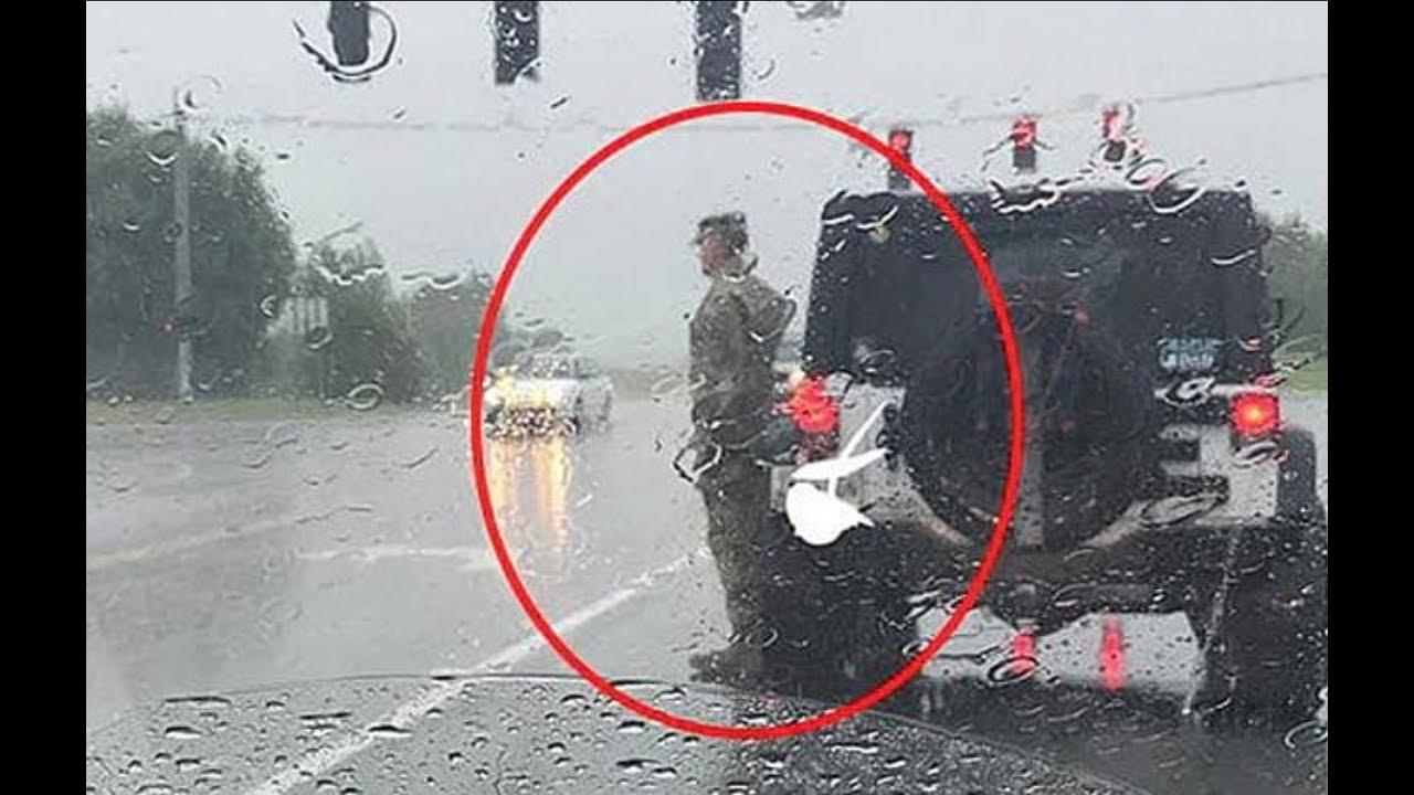 Она видит, как военный стоит под проливным дождем. Причина такого поступка заставила ее плакать