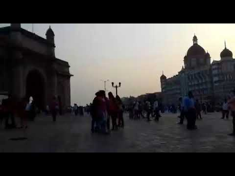 hotel taj and gateway of india mumbai city