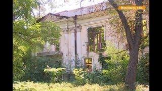 Разрушеная крыша, едва заметная лепнина  Как в Украине спасают старинные поместья