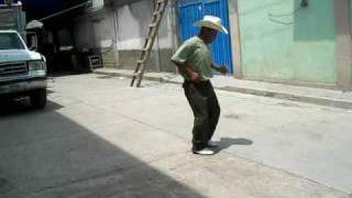 Santa Rosa Cxtlahuaca - el chori bailando el gallo mojado