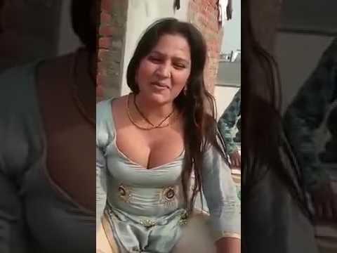 is  video Mein Dekho ki Modi ji ko kaise de raha hai Gali
