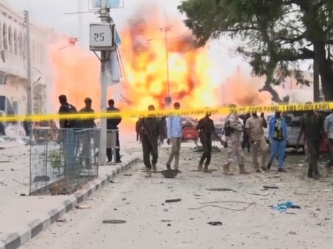 Raw: Hotel Attacked in Mogadishu, Somalia