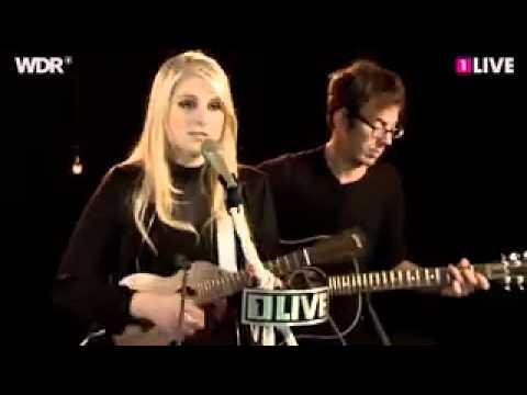 Meghan Trainor - Mistletoe (Justin Bieber cover) Live
