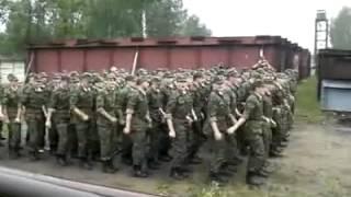 Армия прикол учатся маршировать.