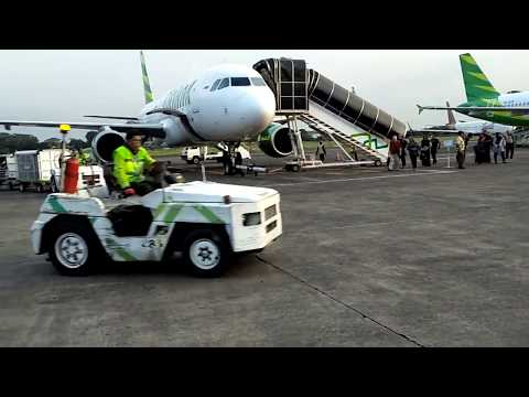 Turun di Bandara Halim Perdana Kusuma