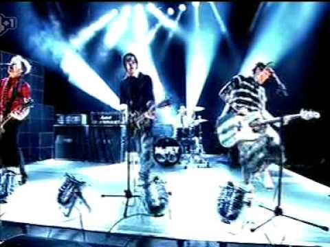 Please Please - McFly  (live @ Popworld 08/07/06)