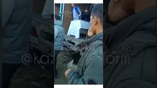 Разъяренные всадники били плетками людей близ Шымкента