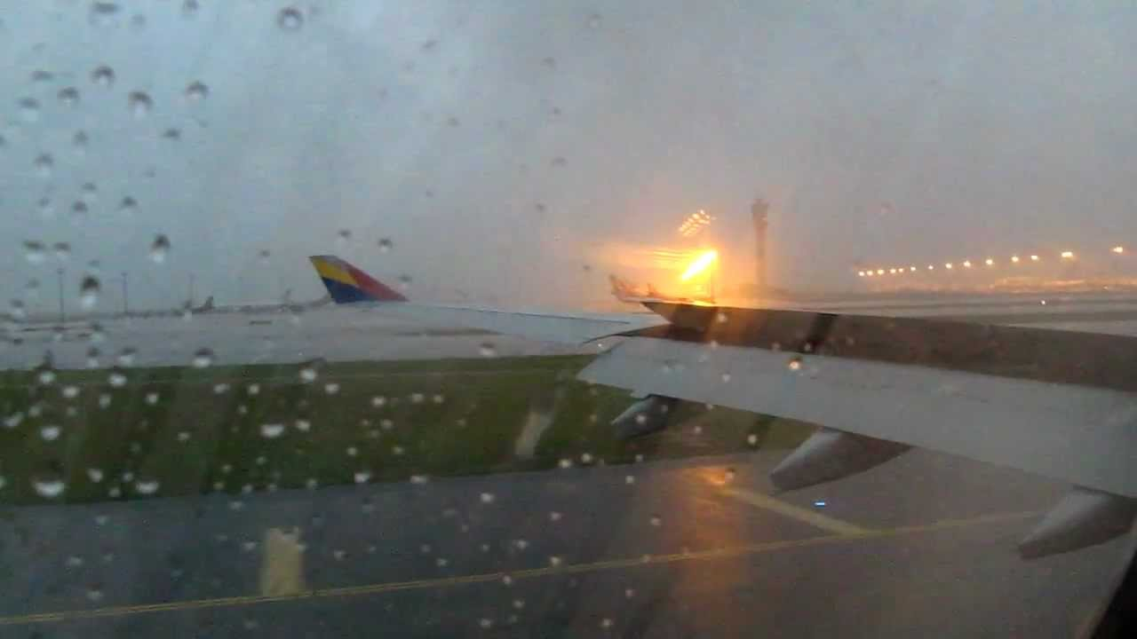 Asiana Airlines A330 300 Hl7795 Bad Weather Landing In