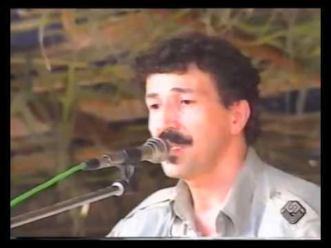 Lounis Ait Menguellet Chante  Ayafroukh Ifirelles, à barbacha.