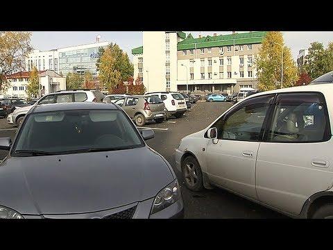 На новой парковке в Ханты-Мансийске пришлось организовать круговое движение