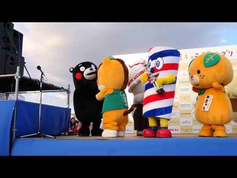 ぐんまちゃん、落としたメダルをくまモンに奪われる ゆるキャラグランプリ2014 撮影会