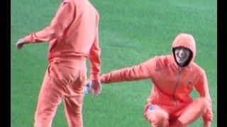 130903 ISC- Dorky Kai Sehun playing with water bottle ㅋㅋㅋㅋ
