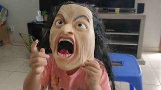 Experimentando Máscaras do Halloween e assustando a mamãe!