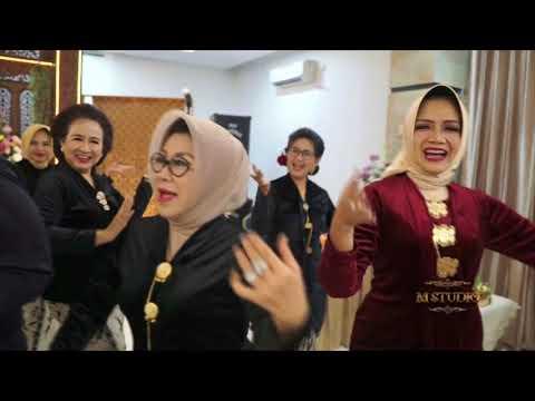 Emak-emak Rempong nyanyi Lagu Madura
