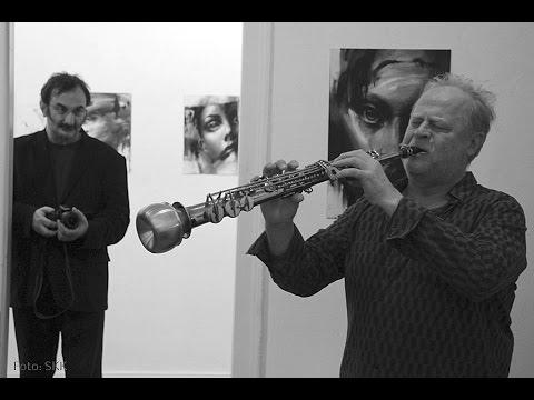 Saxophon and faces - art-performance bei Jovan Balov im Prima Center Berlin