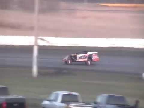 Fiesta City Speedway 5/17/14 Troy Berends Heat Race Part 2