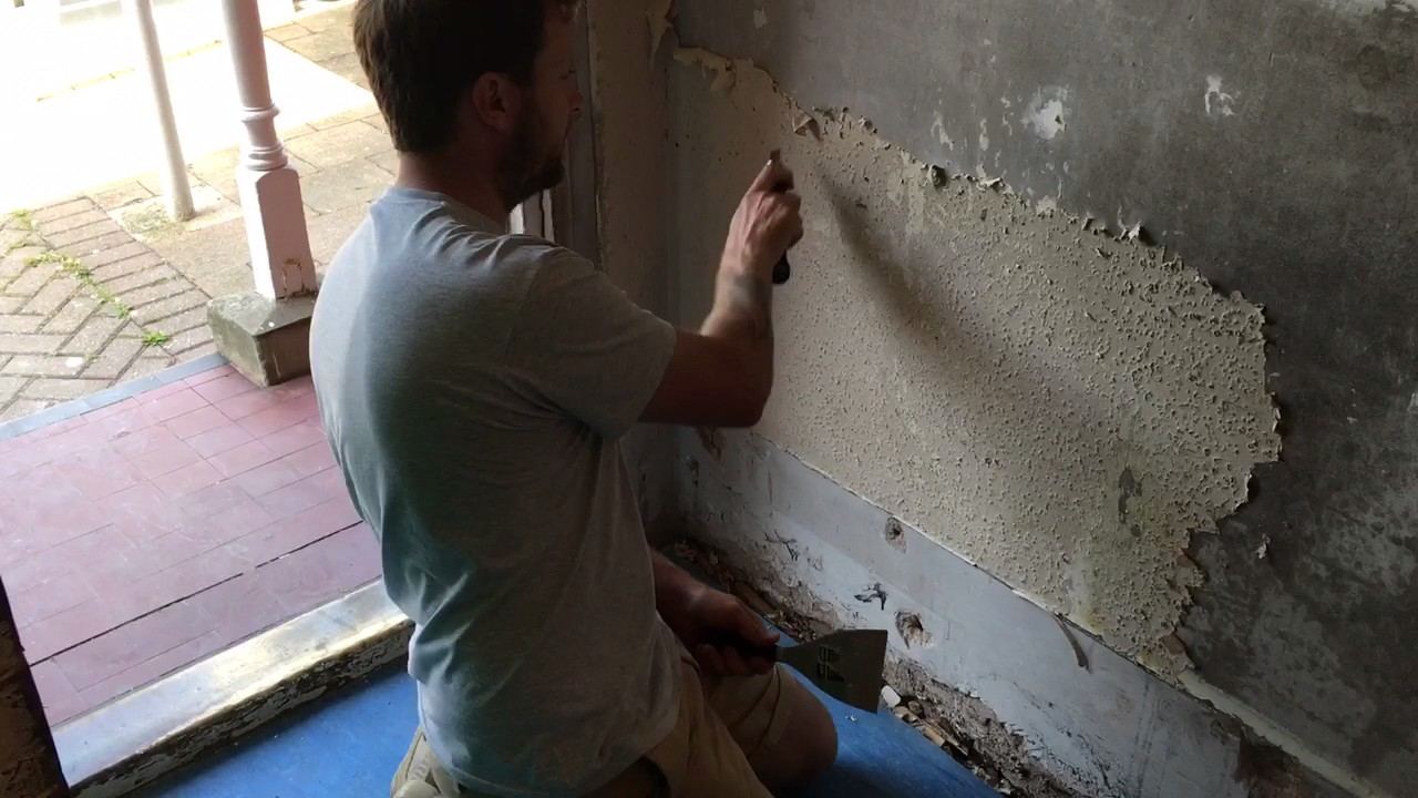 Painting Decorating Tip For Stripping Wallpaper And Woodchip Paper From Walls