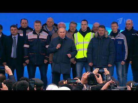 Движение по железнодорожной части Крымского моста торжественно открыл Владимир Путин.
