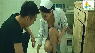 정성스럽게 치료해주는 간호사