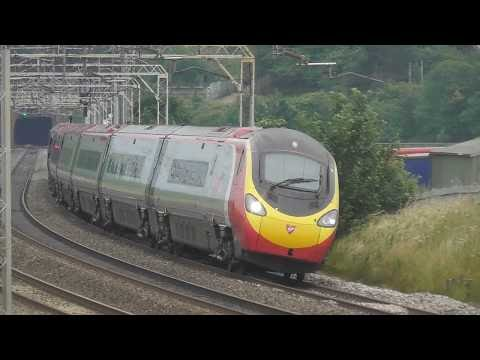 Thumbnail: Trains at Linslade, WCML 27/6/17