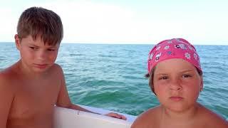 Plimbare cu barca pe mare la Mamaia 2018