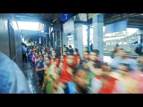 Mumbai Andheri Local Railway Station at the time of full rush hour,Peak Hours.अंधेरी लोकल,मुम्बई