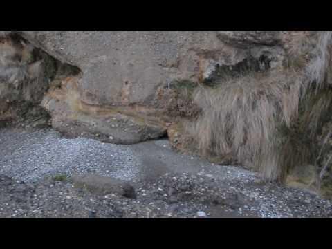 Ο καταρράκτης στην παραλία του Γιωργάκη (στα Φέρμα) Ιεράπετρας